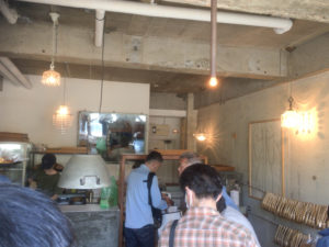 AOSAN 仙川 パン 角食 行列