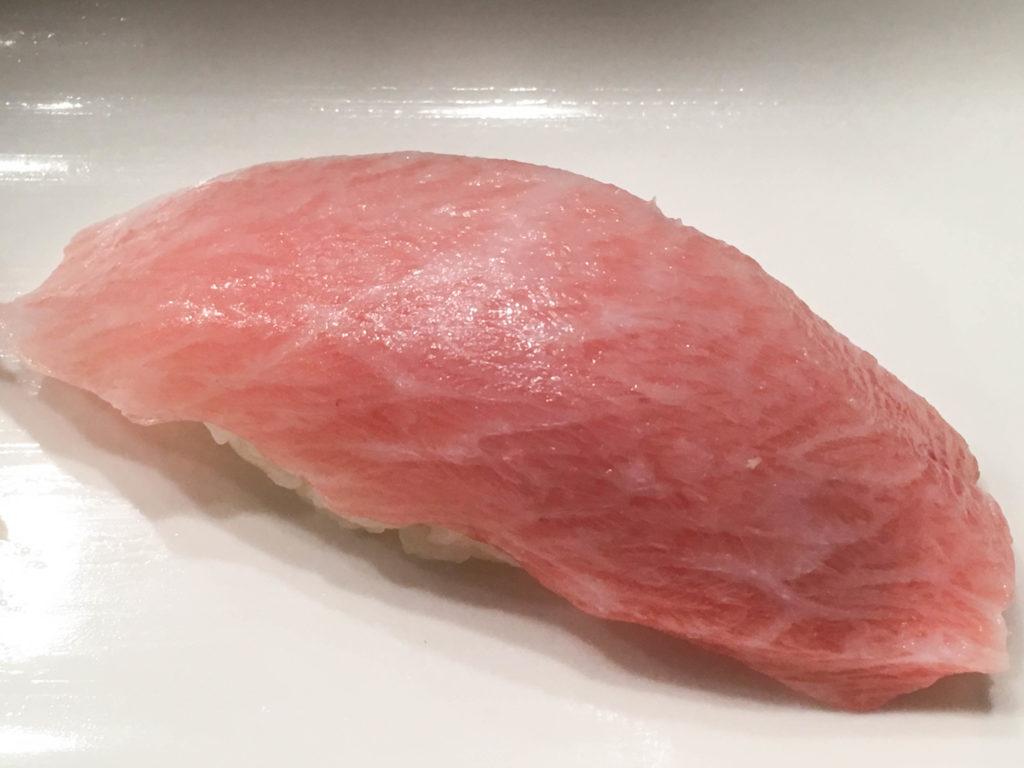 梅丘 寿司 の 美登利 総本店 渋谷店 大トロ