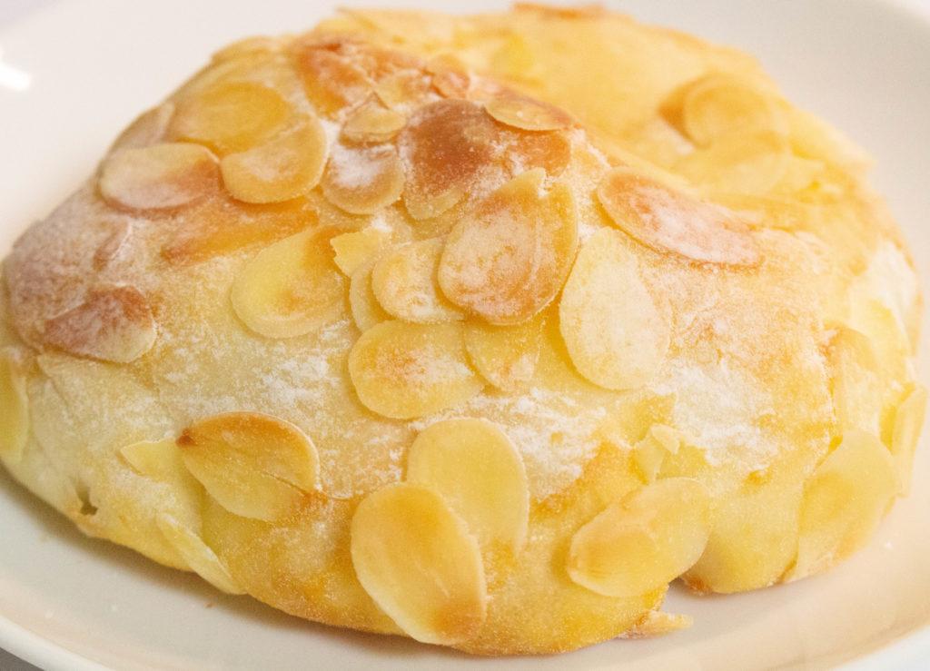 ブレッダルワン 千歳烏山 パン 焼き立てパン 給田 行列 クリームパン