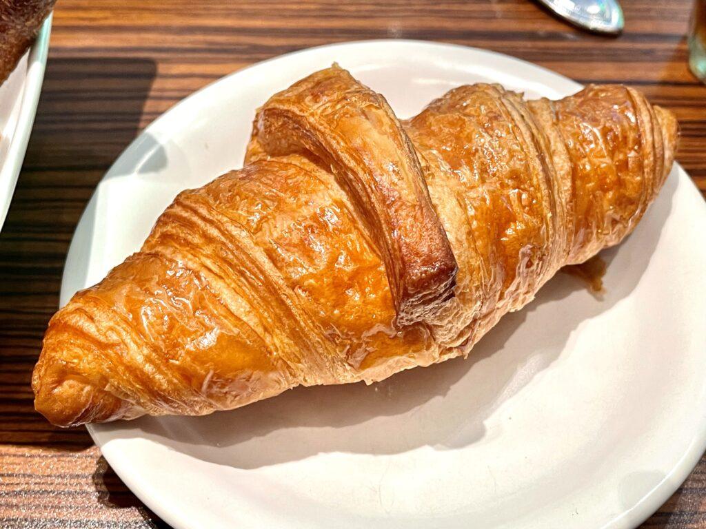 メゾンカイザー カフェ 丸の内 パン 盛り合わせ ランチ 食べ放題 クロワッサン